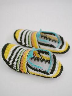 VIRKATUT MÖKKITOSSUT [OHJE] Friendship Bracelets, Crochet, Jewelry, Diy, Crochet Hooks, Jewellery Making, Do It Yourself, Jewerly, Jewelery