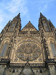 Vitus Cathedral in Prague, Hungary. I love the old, gothic? architecture and designs. Hong Kong Architecture, Cathedral Architecture, Gothic Architecture, Beautiful Architecture, Beautiful Buildings, Medieval, Ribbed Vault, Vacations To Go, Cathedral Church