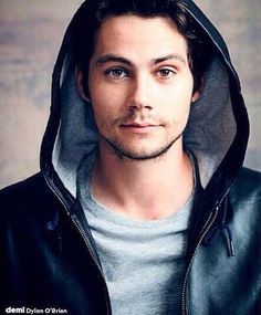 Dylan O'Brien with beard. I CAN'T BREATH