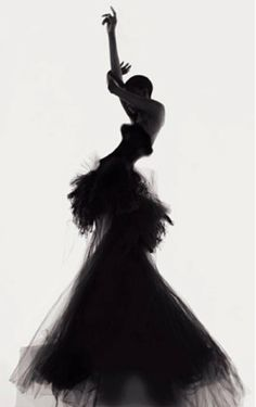 - Mode (Dramatic Model Pose creating a striking silhouette in a Versace dress; photoshoot idea // fashion photography by Nick Knight) Fashion Model Poses, Fashion Shoot, Editorial Fashion, Fashion Art, Dress Fashion, White Fashion, Trendy Fashion, Ellen Von Unwerth, Mario Testino