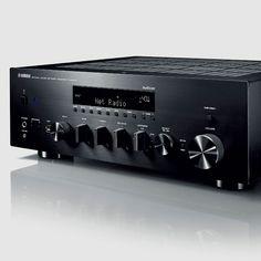 Mit den neuen Modelle R-N303D und R-N803D bringt Yamaha zwei neue Receiver-Modelle. Beidekommen wiegewohnt im klassischen HiFi-Look, haben dabei aber jeweils neueste Technik mit an Bord. Allen Bluetooth- und Multiroom-Lautsprechern zum trotz: Es gibt sie noch, die HiFi-Einzelkomponenten, mit denen … Weiterlesen