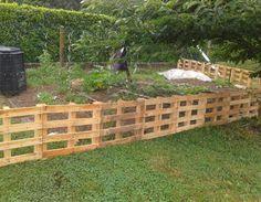 Barriere potager jardin palette barri re bosch au jardin en ext rieur pinterest - Faire une cloture en palette ...