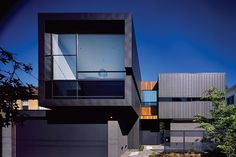 Caulfield House by Bower Architects,. Informations About Black zinc cladding. Australian Architecture, Residential Architecture, Contemporary Architecture, Interior Architecture, Proportion Architecture, Contemporary Houses, Zinc Cladding, Exterior Cladding, Modern Exterior