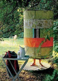 Dışarıda soyunma odası veya hula halkaları ve duş perdesi veya kumaş kullanarak duş: