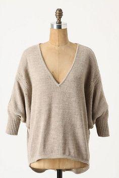 egyszerű vonalvezetésű pulóver