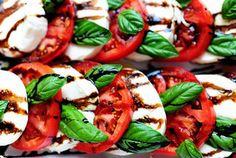 Oh warm summer nights...I miss you. And fresh tomatoes...and fresh basil. Caprese salad via Pioneer Woman