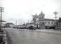 1941 - Largo dos Pinheiros. Obras de pavimentação, vistas da rua Fernão Dias em…