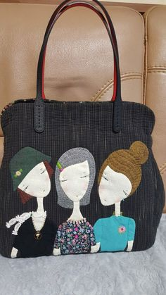 The belted buckle handles add a nice touch Very Kool Quilt Purse aus den Bildern v. Fabric Purses, Fabric Bags, Quilted Handbags, Quilted Bag, Magic Bag, Diy Handbag, Denim Bag, Vintage Purses, Cute Bags