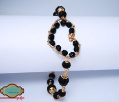 Código: Pul-0001 Pulsera con corazón en el medio, elaborada de oro laminado y cristales checos negros.  #bracelet