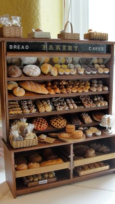 Miniatures -- Miniature bakery display - by Kimsminibakery on Etsy Bread Display, Bakery Display, Shelf Display, Display Case, Display Ideas, Minis, Bread Shop, Bakery Cafe, Bakery Shops