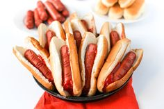 """Bloody Finger Hot Dogs for Halloween: These Bloody Severed Finger Hot Dogs take """"finger food"""" to an extreme and will be perfect for your Halloween party or before trick-or-treating! Gross Halloween Foods, Theme Halloween, Halloween Dinner, Halloween Food For Party, Dog Halloween, Halloween Treats, Terrifying Halloween, Halloween Appetizers, Halloween Halloween"""