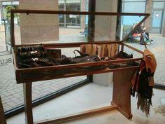 Antieke toonbank winkelvitrine - Bordighera Haberdashery, Entryway Tables, Retro Vintage, Display, Cabinet, Furniture, Home Decor, Display Cases, Store