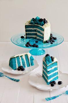 Cocina de Revista: BIZCOCHO TERCIOPELO AZUL/ Cooking Magazine - Blue Velvet Cake Recipe. American Recipe. Layer Cake Green Velvet Cake, Bolo Red Velvet, Green Cake, Best Dessert Recipe Ever, Pink Cafe, Cute Birthday Cakes, Blue Cakes, Baking And Pastry, Cake Decorating Tips