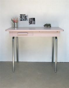 Bureau d'écolier...apparently this desk is designed for children, but I like it.