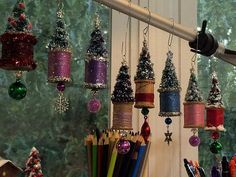 spool ornaments - search site for tutorial Christmas Ornaments To Make, Noel Christmas, Homemade Christmas, Rustic Christmas, Christmas Projects, Holiday Crafts, Christmas Decorations, Hallmark Christmas, Tree Decorations