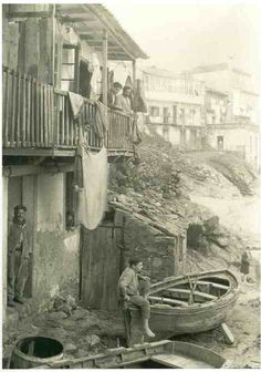 Casa del pescador Álvaro Martínez, Fisterra, (A Coruña), febrero de 1926 Matilda, Vintage Pictures, Old Pictures, Clarence White, Historical Pictures, Archaeology, Art History, Black And White, Painting