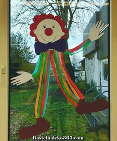 Creative and great window decoration in advance # elementary school ideas # elementary school teacher # . Creative and great window decoration in advance # elementary school ideas # elementary school teacher # . Clown Crafts, Carnival Crafts, Carnival Tent, Carnival Ideas, Office Christmas Decorations, School Decorations, Christmas Tree Pattern, Felt Christmas, Halloween Activities