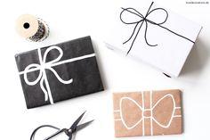 Manchmal muss es einfach schnell gehen. Wie wäre es mit einer selbstgemalten Schleife auf Geschenkpapier? :D Geht schnell und sieht trotzdem gut aus ;) Hier geht´s zur Anleitung: http://lovedecorations.de/schleife-geschenkpapier-malen/