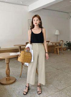 New vintage fashion style outfits capsule wardrobe ideas Korean Fashion Trends, Korean Street Fashion, Korea Fashion, Asian Fashion, Look Fashion, Girl Fashion, Fashion Outfits, Korea Street Style, 2000s Fashion