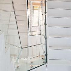 OMEGA Museum Biel wurde ausgestattet mit dem punktgehaltenen Glasgeländer CREA-POINT GT50. CREA - das schweizer Glasgeländer...#swissness#proud Swiss Made. Swiss Quality. World Wide.www.crearailing.ch  #CREA#CREARAILING#CREAPOINT#CREALINE#glassrailing#railing#glassbalustrade#railing#swissmade#Ganzglasgeländer#Glasgeländer#Gardecorpsenverre#stakleneograde#Punkthalter#moderndesign#architecturetrends#architecture#swisswatches Glass Balustrade, Glass Railing, Omega, Floor Plans, Museum, Home Decor, Swiss Guard, Dots, Contemporary Design