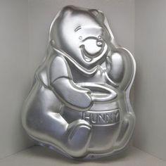Wilton Winnie the Pooh Cake Pan w Honey Pot 2105 3000 1995