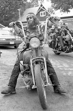 This happens to be particularly true with respect to about Vintage Motorcycles. Ride one down the street and all mind flip, nodding in sanction. Motos Vintage, Vintage Biker, Vintage Motorcycles, Harley Davidson Motorcycles, Harley Bikes, Bobbers, Old School Chopper, Motorcycle Clubs, Motorcycle Helmet