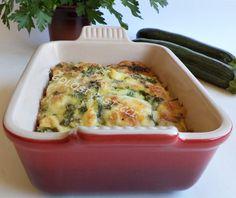 Pasticcio di zucchine al formaggio, ricetta veloce. Per preparare il pasticcio di zucchine, bastano solo tre ingredienti e le zucchine non vanno fritte