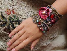Isabella romantique poignet chic minable cuff  par FleurBonheur