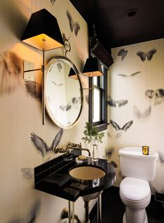 Serious wallpaper envy right here in this gorgeous powder room by Palmer Weiss. Via C-Home . Wa...