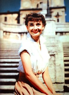 This is Audrey Hepburn in her debut Hollywood film, Roman Holiday It is my favourite film of hers, and also in my top 5 of all-time favourite films. Audrey was born in Belgium, only a few streets from where my granddad lived, and then spent her ea Audrey Hepburn Outfit, Audrey Hepburn Mode, Audrey Hepburn Roman Holiday, Golden Age Of Hollywood, Classic Hollywood, Old Hollywood, Divas, Viejo Hollywood, Fair Lady