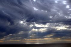 Mammatus_clouds_and_crepuscular_rays.JPG (3888×2592)