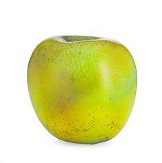 HANS HEDBERG, skulptur, Biot, Frankrike, i form av äpple, starkeldsfajans, glasyr i grönt med inslag av brunt, signerad HHg, höjd 18,5 cm