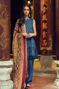 Zara Shahjahan Lawn 2017 Collection With Price, will be hits the nation wide on March this year the collection contain light and dark hues dresses for. Pakistani Couture, Pakistani Bridal Dresses, Pakistani Outfits, Indian Outfits, Pakistan Fashion, India Fashion, All Fashion, Zara, San Diego