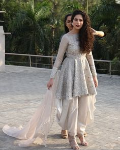 Patiala-Shalwar-With-Short-Frocks Classy Patiala Amazing Ways to Wear Patiala Salwar Stylish Dress Designs, Stylish Dresses, New Dress Design, Pakistani Dress Design, Pakistani Outfits, Pakistani Mehndi Dress, Suki, Indian Bridesmaids, Indian Gowns Dresses