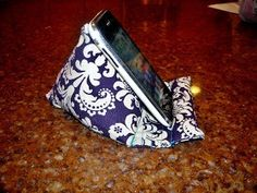 Pod Pillow Tutorial (for phone, iPad, Kindle, Nook - whatever)! Sewing Hacks, Sewing Tutorials, Sewing Patterns, Sewing Ideas, Fabric Crafts, Sewing Crafts, Sewing Projects, Support Smartphone, Crochet Mobile
