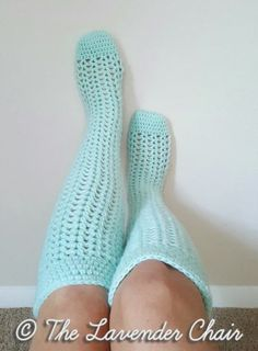 Valerie's Knee High Socks - Free Crochet Patterns - The Lavender Chair ~°¿°~ oh how i love knit or crochet socks made with worsted weight yarn rather than sock yarn. Mode Crochet, Crochet Gratis, Crochet Diy, Crochet Boots, Crochet Slippers, Crochet Clothes, Scarf Crochet, Crochet Ideas, Crochet Socks Pattern