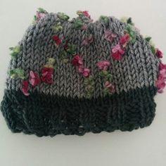 Χειροποίητο σκουφί γκρί με πολύχρωμα λουλουδάκια Beanie, Hats, Fashion, Moda, Hat, Fashion Styles, Beanies, Fashion Illustrations, Hipster Hat