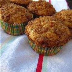 Brown Sugar Instant Oatmeal Muffins Recipe - Instant maple and brown sugar oatmeal adds sweetness and texture to these sweet breakfast treats. Healthy Breakfast Muffins, Oatmeal Muffins, Breakfast Cake, Sweet Breakfast, Breakfast Ideas, Breakfast Recipes, School Breakfast, Baked Oatmeal, Mini Muffins