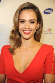 Recreate Jessica Alba's simple  elegant eye makeup look with these @Cynthia Rowley Beauty products, available only at Birchbox.