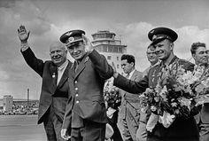 Фотограф Виктор Ахломов Никита Хрущев, Герман Титов, Юрий Гагарин, Михаил Суслов и Леонид Брежнев, 9 августа 1961 года