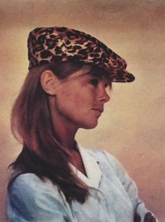 Miss Jean Rosemary Shrimpton rocks the flat cap......Beware of fake Model Agencies, that offer work abroad -  in Hong Kong, two Punjabi India men, Ravi/Ravinder Dahiya, a failed HK garment company owner, about 45, tall, handsome, white hair, eyeglasses, & a male subordinate solicited on Lantau Island for a non-existent model agency.....#RaviDahiyaTraffickerHK