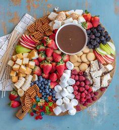 Easy Chocolate Fondue Recipe, Easy Chocolate Desserts, Homemade Chocolate, Chocolate Chocolate, Chocolate Fondue Bar, Chocolate Party, Chocolate Marshmallows, Dips Für Fondue, Fondue Party