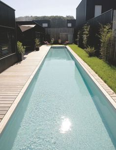 Piscine sportive chez moi prix - All For Garden Small Backyard Pools, Backyard Pool Landscaping, Swimming Pools Backyard, Swimming Pool Designs, Piscina Rectangular, Swimming Pool Enclosures, Piscina Interior, Small Pool Design, Pool Water Features