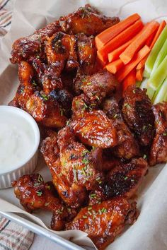 These Slow Cooker Honey Buffalo Wings are savory, sweet, and spicy! They're easy to prep, easy to cook, and the results are SO tender and juicy. Perfect for everything from football parties to movie night. Easy Delicious Recipes, Easy Appetizer Recipes, Yummy Appetizers, Easy Recipes, Slow Cooker Recipes, Cooking Recipes, Cooking Tips, Buffalo Wings, Simply Recipes