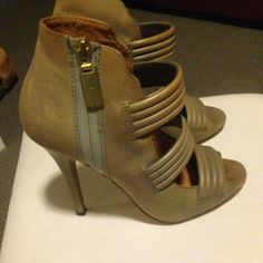 L.a.m.b gladiators Gray leather gladiators, size 38.5. Still In great condition. L.A.M.B. Shoes Platforms
