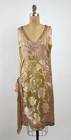 overDress, Evening Callot Soeurs (French, active Date: ca. 1924 Dress (attributed) Callot Soeurs (French, active Date: 1926 Culture: French Medium: silk. 20s Fashion, Fashion Moda, Art Deco Fashion, Fashion History, Vintage Fashion, Fashion Design, Victorian Fashion, Street Fashion, Fashion Outfits