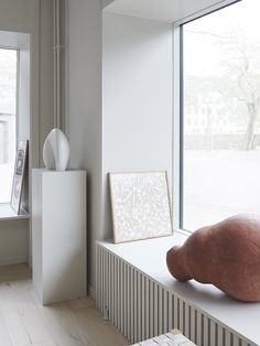 A look around ALIUM - a brand-new and very inspiring Copenhagen gallery that blurs the lines between art, design and interiors. Modern Scandinavian Interior, Nordic Interior, Minimalist Interior, Home Interior, Interior And Exterior, Interior Design, Radiator Cover, Nordic Home, Home And Living