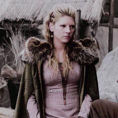 Vikings Lagertha, Ragnar, Fur Coat, Costumes, Lady, Instagram Posts, Jackets, Fashion, Down Jackets