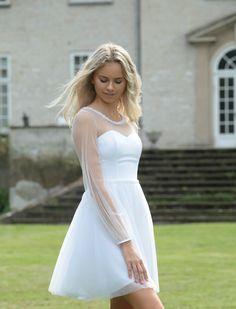 Dream Wedding, White Dress, Photoshoot, Wedding Dresses, Outfits, Fashion, Feminine Style, Long Gowns, Feminine