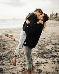 Beach photoshoot posing poses id… Cute couple engagement photography inspiration. Photo Couple, Love Couple, Couple Shoot, Couple Goals, Couple Beach, Couple Photoshoot Ideas, Couple Photography, Engagement Photography, Photography Poses